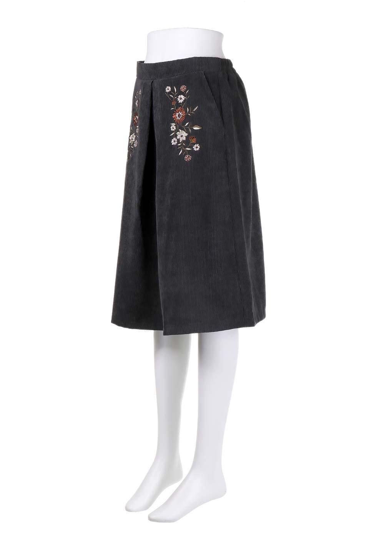 WideWaleCorduroyFloralEmbro.Skirt花刺繍入りコーデュロイスカート大人カジュアルに最適な海外ファッションのothers(その他インポートアイテム)のボトムやスカート。温かみのある太うねコーデュロイの刺繍スカート。秋冬大人気の素材、太うねコーデュロイを使用したエレガント&カジュアルなアイテムです。/main-11