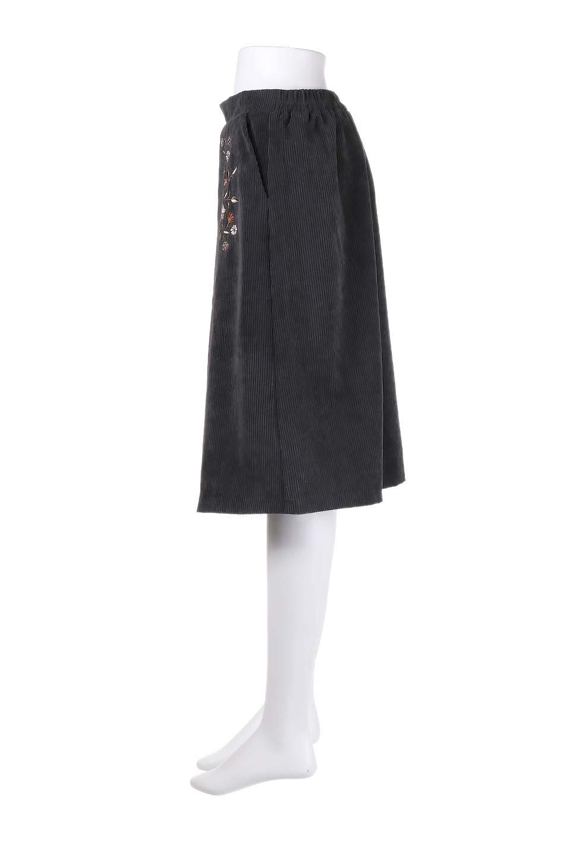 WideWaleCorduroyFloralEmbro.Skirt花刺繍入りコーデュロイスカート大人カジュアルに最適な海外ファッションのothers(その他インポートアイテム)のボトムやスカート。温かみのある太うねコーデュロイの刺繍スカート。秋冬大人気の素材、太うねコーデュロイを使用したエレガント&カジュアルなアイテムです。/main-12