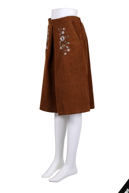 WideWaleCorduroyFloralEmbro.Skirt花刺繍入りコーデュロイスカート大人カジュアルに最適な海外ファッションのothers(その他インポートアイテム)のボトムやスカート。温かみのある太うねコーデュロイの刺繍スカート。秋冬大人気の素材、太うねコーデュロイを使用したエレガント&カジュアルなアイテムです。/main-16