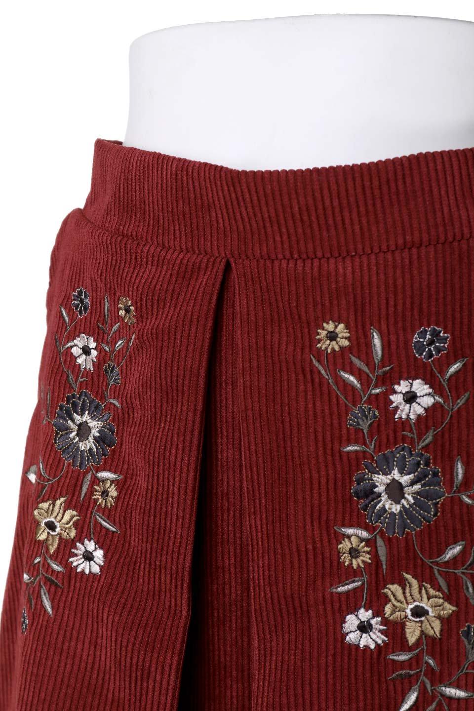 WideWaleCorduroyFloralEmbro.Skirt花刺繍入りコーデュロイスカート大人カジュアルに最適な海外ファッションのothers(その他インポートアイテム)のボトムやスカート。温かみのある太うねコーデュロイの刺繍スカート。秋冬大人気の素材、太うねコーデュロイを使用したエレガント&カジュアルなアイテムです。/main-6