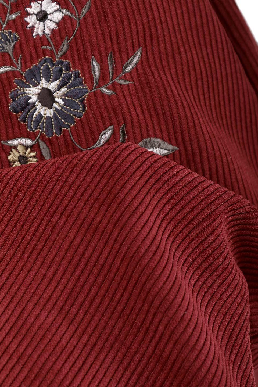 WideWaleCorduroyFloralEmbro.Skirt花刺繍入りコーデュロイスカート大人カジュアルに最適な海外ファッションのothers(その他インポートアイテム)のボトムやスカート。温かみのある太うねコーデュロイの刺繍スカート。秋冬大人気の素材、太うねコーデュロイを使用したエレガント&カジュアルなアイテムです。/main-9