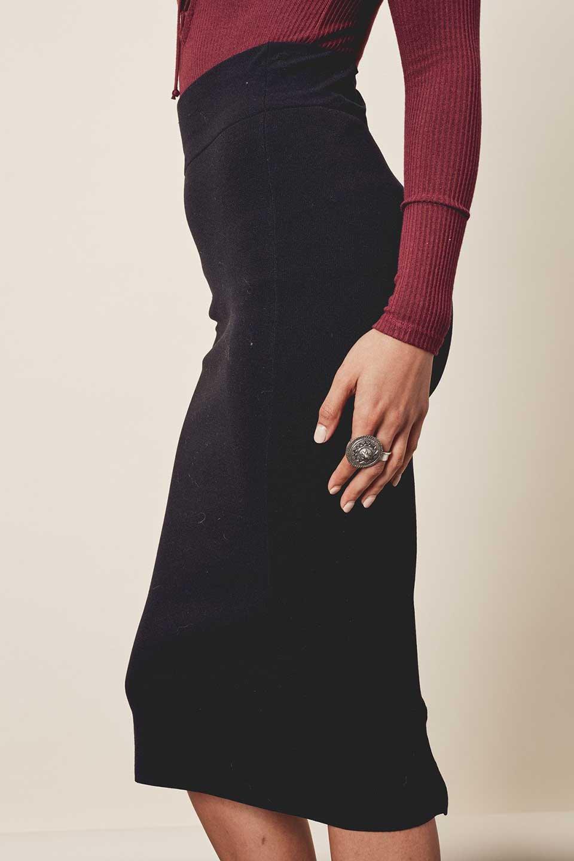 LOVESTITCHのAdelaPencilSkirtニット・ペンシルスカート/海外ファッションが好きな大人カジュアルのためのLOVESTITCH(ラブステッチ)のボトムやスカート。タイトシルエットのペンシルスカート。しっかりとした生地なので適度な引き締め効果もあり、下半身をスッキリと魅せてくれます。/main-9