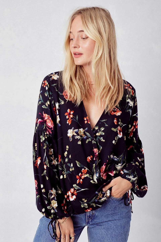 LOVESTITCHのAlishaTop花柄長袖ブラウス/海外ファッションが好きな大人カジュアルのためのLOVESTITCH(ラブステッチ)のトップスやシャツ・ブラウス。大人っぽい花柄がおすすめポイントのブラウス。フワッと膨らんだ袖はキュッと絞ればビショップスリーブ。/main-5