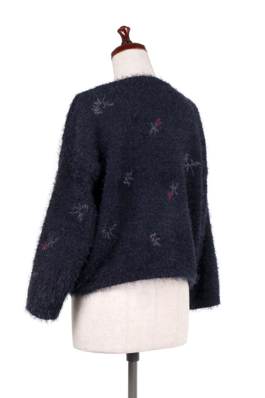 FloralEmbroideredShaggyTops花柄シャギーニット大人カジュアルに最適な海外ファッションのothers(その他インポートアイテム)のトップスやニット・セーター。しっとりソフトなシャギーニットのプルオーバートップス。なめらかな肌触りのニットに可愛らしい花の刺繍入り。/main-13