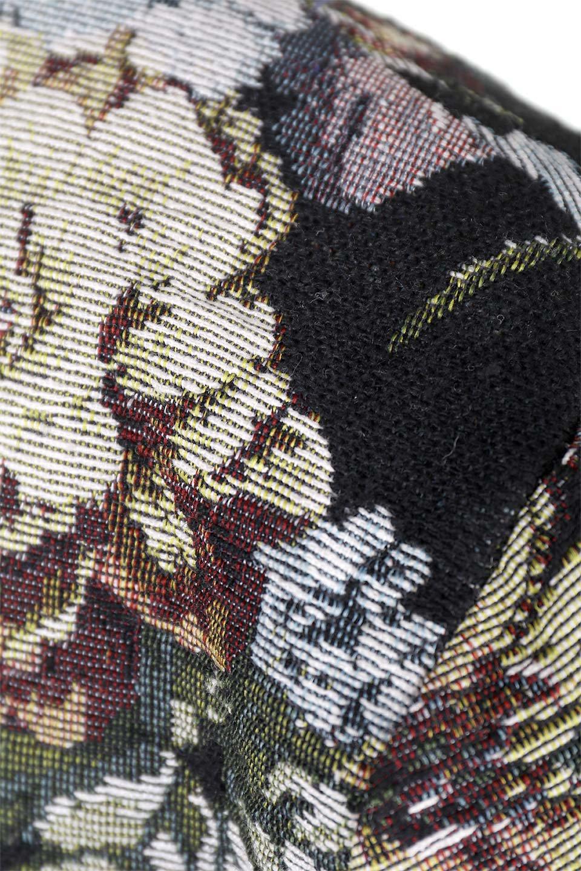 FloralJacquardAndFauxFurJacketジャカード&ファーコート大人カジュアルに最適な海外ファッションのothers(その他インポートアイテム)のアウターやコート。花柄ジャカード織とファーのコンビネーションがとても可愛いショートコート。今年は普通のファーではなく変わり種のアイテムに注目。/main-10