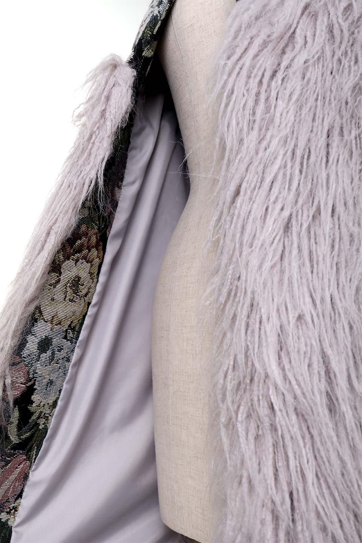 FloralJacquardAndFauxFurJacketジャカード&ファーコート大人カジュアルに最適な海外ファッションのothers(その他インポートアイテム)のアウターやコート。花柄ジャカード織とファーのコンビネーションがとても可愛いショートコート。今年は普通のファーではなく変わり種のアイテムに注目。/main-12