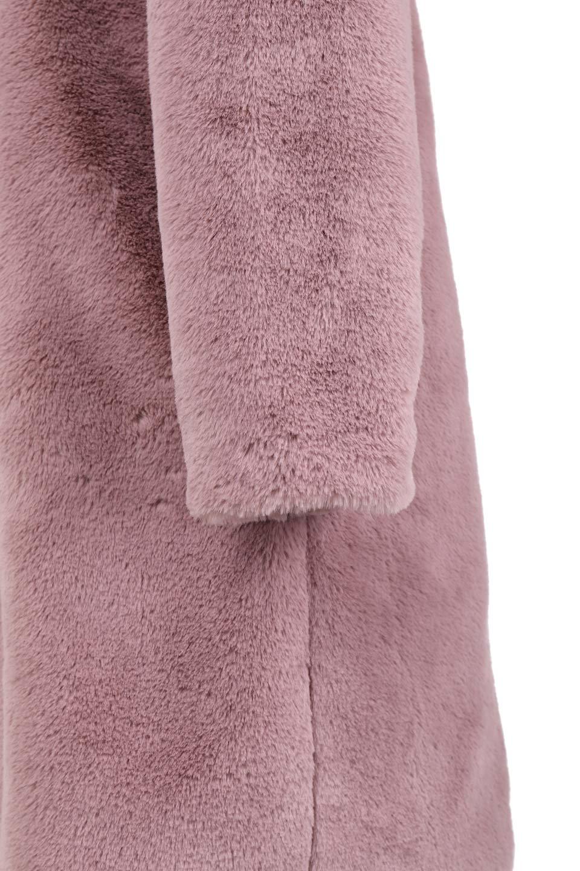 PinkVelvetFurLongCoatピンクファーコート大人カジュアルに最適な海外ファッションのothers(その他インポートアイテム)のアウターやコート。ベルベットのようなピンクのフェイクファーが目を引くコート。ここ数年海外ではデザイン性に富んだファーアイテムが人気です。/main-10