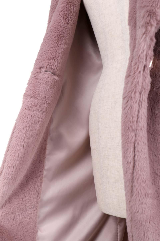 PinkVelvetFurLongCoatピンクファーコート大人カジュアルに最適な海外ファッションのothers(その他インポートアイテム)のアウターやコート。ベルベットのようなピンクのフェイクファーが目を引くコート。ここ数年海外ではデザイン性に富んだファーアイテムが人気です。/main-12