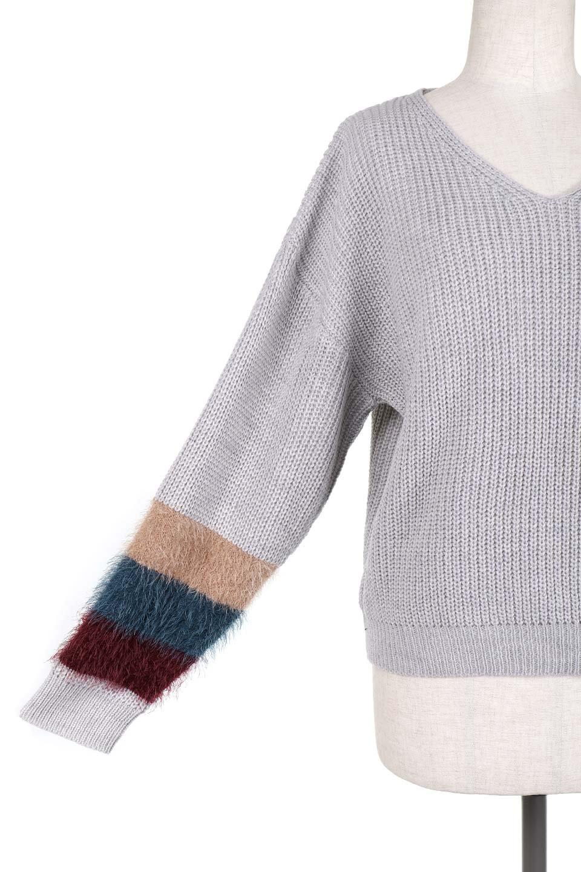 EcoFurCuffV-neckKnitTopシャギーファー・Vネックセーター大人カジュアルに最適な海外ファッションのothers(その他インポートアイテム)のトップスやニット・セーター。袖のシャギーファーがとても可愛いニットのトップス。シンプルなVネックのニットにレトロカラーのシャギーファーが目を引きます。/main-7
