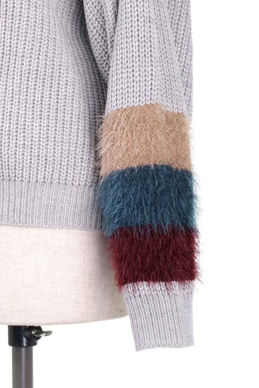 EcoFurCuffV-neckKnitTopシャギーファー・Vネックセーター大人カジュアルに最適な海外ファッションのothers(その他インポートアイテム)のトップスやニット・セーター。袖のシャギーファーがとても可愛いニットのトップス。シンプルなVネックのニットにレトロカラーのシャギーファーが目を引きます。/main-9