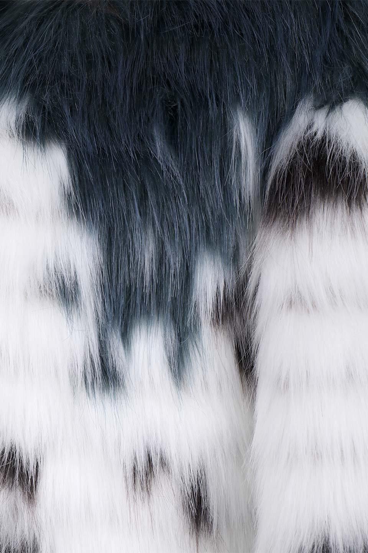 LongHairyShaggyEcoFurCoatロングシャギー・エコファーコート大人カジュアルに最適な海外ファッションのothers(その他インポートアイテム)のアウターやコート。綺麗なカラーリングのあたたかエコファー(フェイクファー)コート。ナチュラルなカラーより今年はこんな感じの人工的なカラーリングが断然オススメ。/main-10