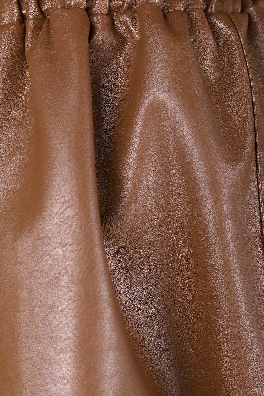 EcoLeatherSideSlitFlaredSkirtサイドスリット入り・レザーフレアスカート大人カジュアルに最適な海外ファッションのothers(その他インポートアイテム)のボトムやスカート。注目のレーザースカート。ジワジワと人気が出てきているアイテムです。/main-14