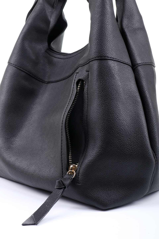 meliebiancoのClara(Black)ライトウェイト・ショルダーバッグ/海外ファッション好きにオススメのインポートバッグとかばん、MelieBianco(メリービアンコ)のバッグやショルダーバッグ。持ち手のリボンがポイントの軽量ショルダーバッグ。肩にかけたままスマートフォンなどを取り出しやすい縦のポケットがとても便利です。/main-6