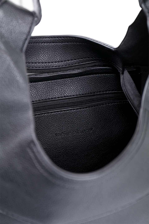 meliebiancoのClara(Black)ライトウェイト・ショルダーバッグ/海外ファッション好きにオススメのインポートバッグとかばん、MelieBianco(メリービアンコ)のバッグやショルダーバッグ。持ち手のリボンがポイントの軽量ショルダーバッグ。肩にかけたままスマートフォンなどを取り出しやすい縦のポケットがとても便利です。/main-8