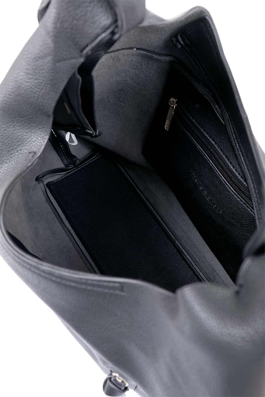 meliebiancoのClara(Black)ライトウェイト・ショルダーバッグ/海外ファッション好きにオススメのインポートバッグとかばん、MelieBianco(メリービアンコ)のバッグやショルダーバッグ。持ち手のリボンがポイントの軽量ショルダーバッグ。肩にかけたままスマートフォンなどを取り出しやすい縦のポケットがとても便利です。/main-9