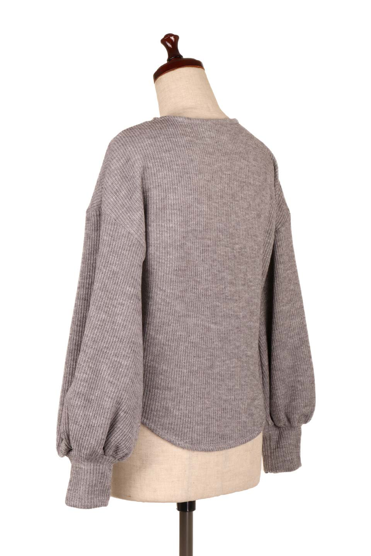 SmoothLiningKnitTopスムース裏地ニットソー大人カジュアルに最適な海外ファッションのothers(その他インポートアイテム)のトップスやニット・セーター。フワフワ裏地の肌触りがポイントのシンプルニットソー。袖が膨らんだビショップスリーブですが、袖口がやや長めでアウターも合わせやすいデザインです。/main-13