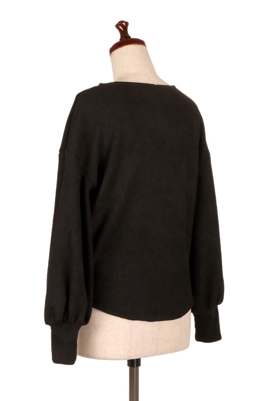 SmoothLiningKnitTopスムース裏地ニットソー大人カジュアルに最適な海外ファッションのothers(その他インポートアイテム)のトップスやニット・セーター。フワフワ裏地の肌触りがポイントのシンプルニットソー。袖が膨らんだビショップスリーブですが、袖口がやや長めでアウターも合わせやすいデザインです。/main-18