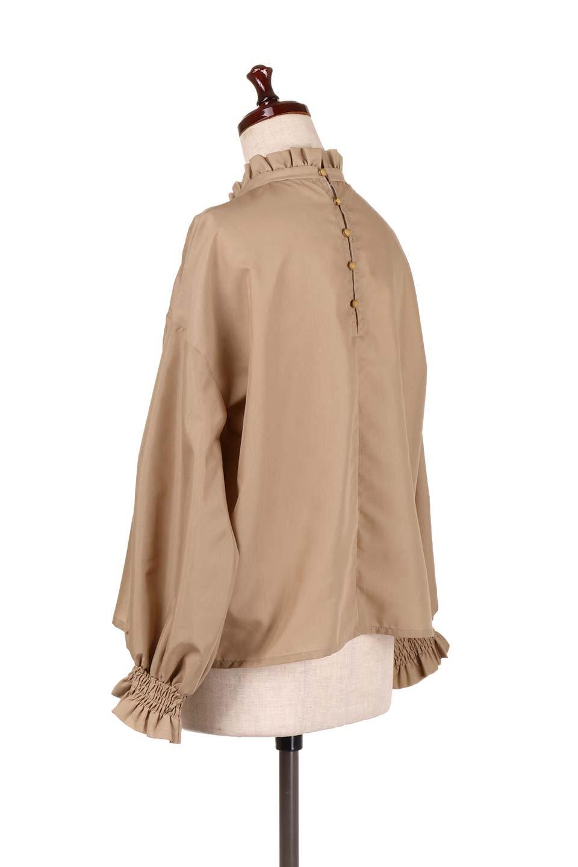 ShirringStandCollarBlouseシャーリングスタンドカラーブラウス大人カジュアルに最適な海外ファッションのothers(その他インポートアイテム)のトップスやシャツ・ブラウス。シャーリングのスタンドカラーが可愛いポイントのブラウス。胸元のVから広がるドレープでゆったりシルエットをデザインした春ブラウスです。/main-13