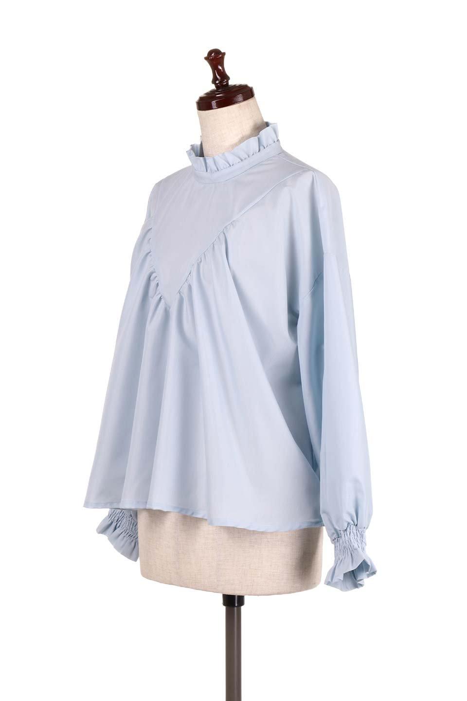 ShirringStandCollarBlouseシャーリングスタンドカラーブラウス大人カジュアルに最適な海外ファッションのothers(その他インポートアイテム)のトップスやシャツ・ブラウス。シャーリングのスタンドカラーが可愛いポイントのブラウス。胸元のVから広がるドレープでゆったりシルエットをデザインした春ブラウスです。/main-6