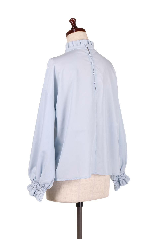 ShirringStandCollarBlouseシャーリングスタンドカラーブラウス大人カジュアルに最適な海外ファッションのothers(その他インポートアイテム)のトップスやシャツ・ブラウス。シャーリングのスタンドカラーが可愛いポイントのブラウス。胸元のVから広がるドレープでゆったりシルエットをデザインした春ブラウスです。/main-8