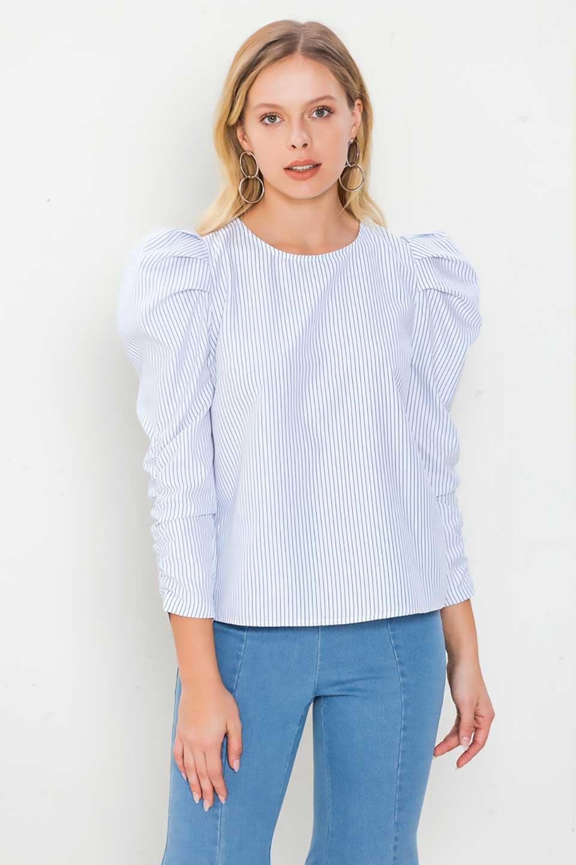 FlyingTomatoのRuchedSleevePin-StripedBlouseパフショルダー・ピンストライプブラウス/海外ファッション好きにオススメなFlyingTomato(フライングトマト)のトップスやシャツ・ブラウス。爽やかなピンストライプのブラウス。肩から袖口にかけてのディテールがとても可愛いブラウスです。/main-5