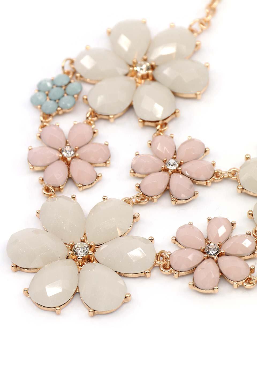 L.A.直輸入のFloralStatementNecklaceフラワーモチーフ・ネックレス大人カジュアルに最適な海外ファッションのothers(その他インポートアイテム)のアクセサリーやネックレス。花のモチーフが胸元を飾るネックレス。淡いカラーの花のペンダントが華やかに彩ります。/main-1