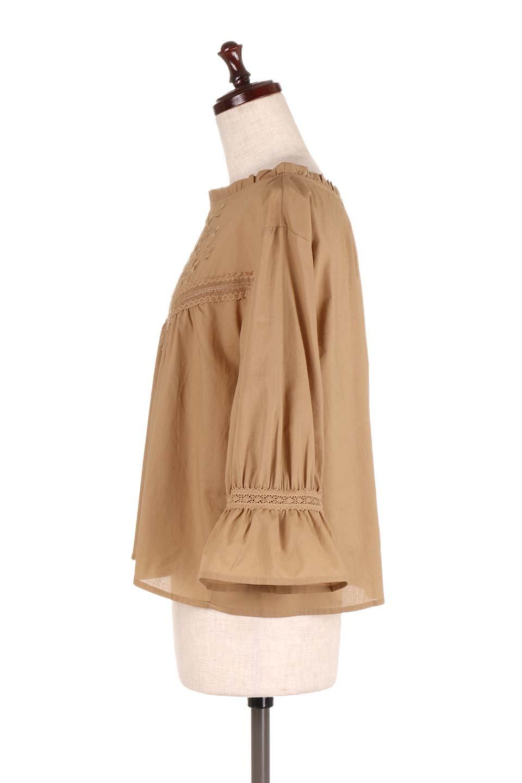FrilledStandCollarBlouseフリルスタンドカラー・刺繍ブラウス大人カジュアルに最適な海外ファッションのothers(その他インポートアイテム)のトップスやシャツ・ブラウス。低めのフリルスタンドカラーがポイントの刺繍ブラウス。人気のフリルスタンドカラーを首元が広めのボートネック風にしたアイテム。/main-12