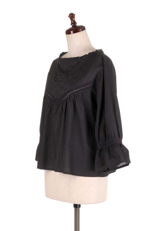 FrilledStandCollarBlouseフリルスタンドカラー・刺繍ブラウス大人カジュアルに最適な海外ファッションのothers(その他インポートアイテム)のトップスやシャツ・ブラウス。低めのフリルスタンドカラーがポイントの刺繍ブラウス。人気のフリルスタンドカラーを首元が広めのボートネック風にしたアイテム。/main-16