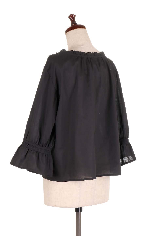 FrilledStandCollarBlouseフリルスタンドカラー・刺繍ブラウス大人カジュアルに最適な海外ファッションのothers(その他インポートアイテム)のトップスやシャツ・ブラウス。低めのフリルスタンドカラーがポイントの刺繍ブラウス。人気のフリルスタンドカラーを首元が広めのボートネック風にしたアイテム。/main-18