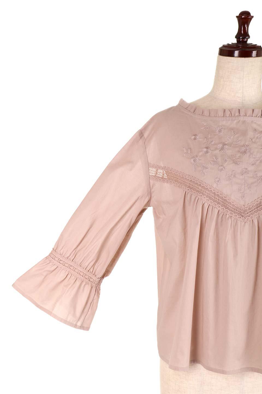 FrilledStandCollarBlouseフリルスタンドカラー・刺繍ブラウス大人カジュアルに最適な海外ファッションのothers(その他インポートアイテム)のトップスやシャツ・ブラウス。低めのフリルスタンドカラーがポイントの刺繍ブラウス。人気のフリルスタンドカラーを首元が広めのボートネック風にしたアイテム。/main-23