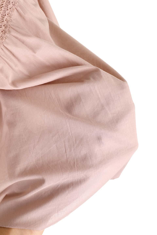 FrilledStandCollarBlouseフリルスタンドカラー・刺繍ブラウス大人カジュアルに最適な海外ファッションのothers(その他インポートアイテム)のトップスやシャツ・ブラウス。低めのフリルスタンドカラーがポイントの刺繍ブラウス。人気のフリルスタンドカラーを首元が広めのボートネック風にしたアイテム。/main-26