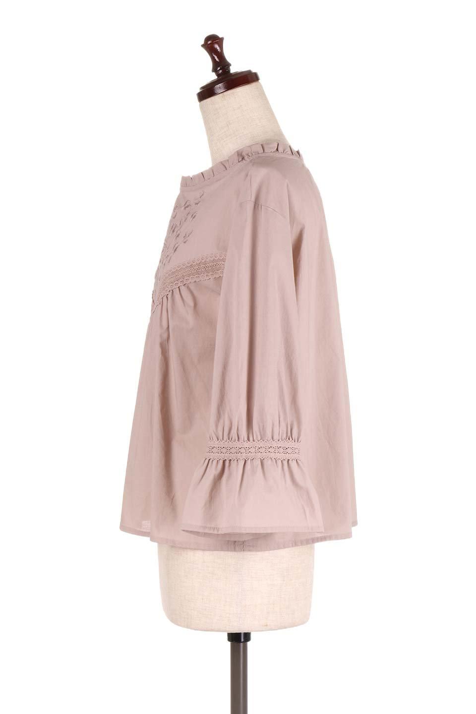 FrilledStandCollarBlouseフリルスタンドカラー・刺繍ブラウス大人カジュアルに最適な海外ファッションのothers(その他インポートアイテム)のトップスやシャツ・ブラウス。低めのフリルスタンドカラーがポイントの刺繍ブラウス。人気のフリルスタンドカラーを首元が広めのボートネック風にしたアイテム。/main-7