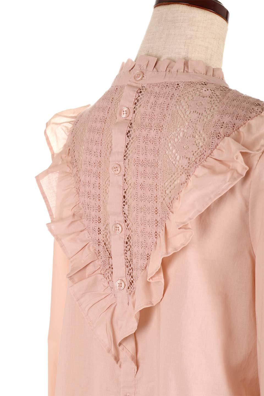 FrilledVCutBlouseフリルV字切替えブラウス大人カジュアルに最適な海外ファッションのothers(その他インポートアイテム)のトップスやシャツ・ブラウス。フリルと刺繍の切替えが可愛いコットブラウス。前後の大きめのVゾーンをフリルで飾り付けしたブラウス。/main-16