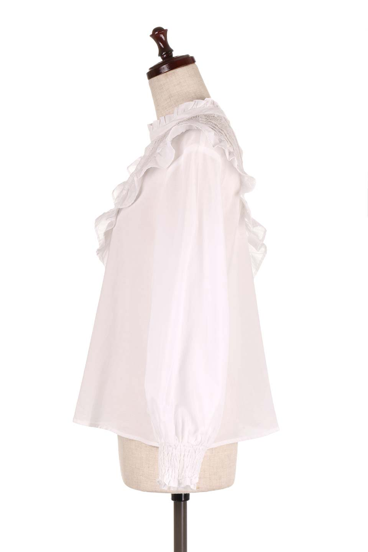 FrilledVCutBlouseフリルV字切替えブラウス大人カジュアルに最適な海外ファッションのothers(その他インポートアイテム)のトップスやシャツ・ブラウス。フリルと刺繍の切替えが可愛いコットブラウス。前後の大きめのVゾーンをフリルで飾り付けしたブラウス。/main-7