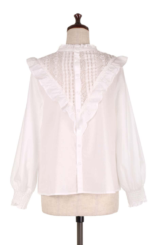 FrilledVCutBlouseフリルV字切替えブラウス大人カジュアルに最適な海外ファッションのothers(その他インポートアイテム)のトップスやシャツ・ブラウス。フリルと刺繍の切替えが可愛いコットブラウス。前後の大きめのVゾーンをフリルで飾り付けしたブラウス。/main-9