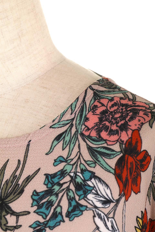 VBacklessFloralDressオープンバック・花柄ワンピース大人カジュアルに最適な海外ファッションのothers(その他インポートアイテム)のワンピースやミニワンピース。背中が大胆に開いたオープンバックの花柄ワンピース。肘の部分はゴムで絞られおり、取り付けられたリボンを巻いて着用します。/main-5