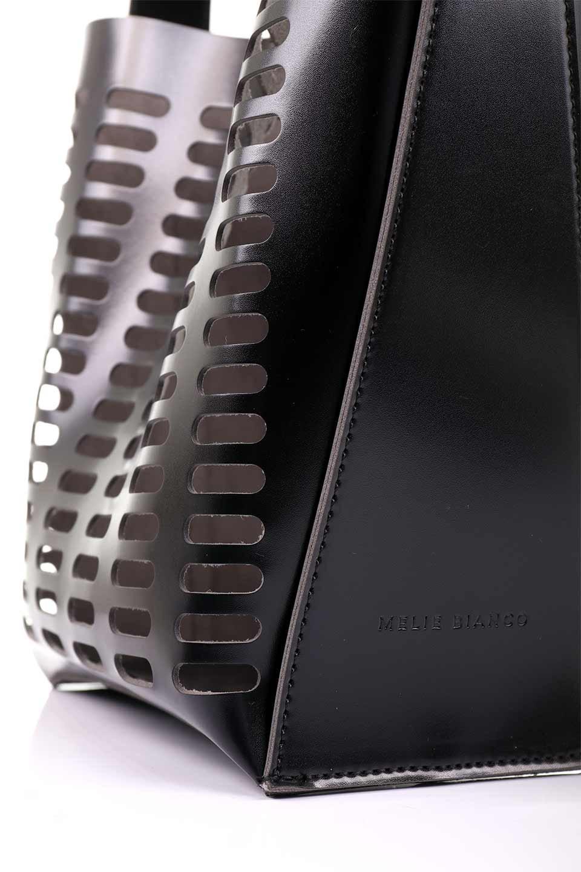 meliebiancoのMercer(Black)ポーチ付きパテントショルダーバッグ/海外ファッション好きにオススメのインポートバッグとかばん、MelieBianco(メリービアンコ)のバッグやショルダーバッグ。艶やかなパテントビーガンレザーを使用したショルダーバッグ。艶とメッシュの涼しげなバッグです。/main-10