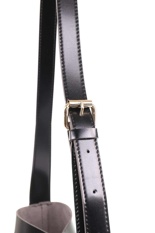 meliebiancoのMercer(Black)ポーチ付きパテントショルダーバッグ/海外ファッション好きにオススメのインポートバッグとかばん、MelieBianco(メリービアンコ)のバッグやショルダーバッグ。艶やかなパテントビーガンレザーを使用したショルダーバッグ。艶とメッシュの涼しげなバッグです。/main-8