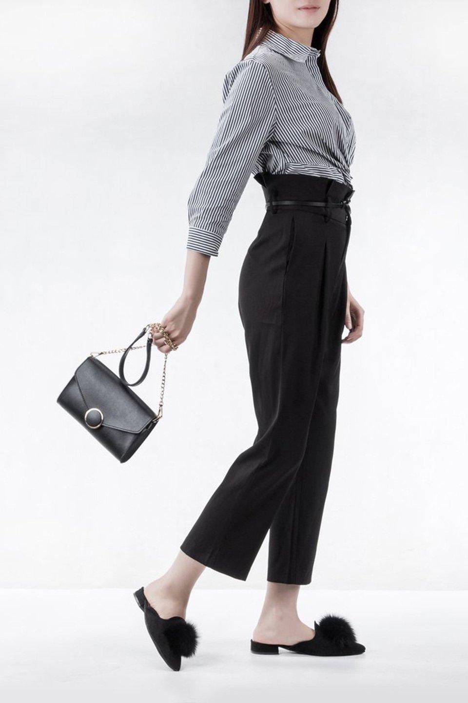 meliebiancoのElsa(Black)2WAYショルダーバッグ/海外ファッション好きにオススメのインポートバッグとかばん、MelieBianco(メリービアンコ)のバッグやショルダーバッグ。ストラップを取り外してクラッチバッグにもなる2WAYショルダーバッグ。スマホと流行のミニ財布でお出かけするときにピッタリなショルダーバッグです。/main-6