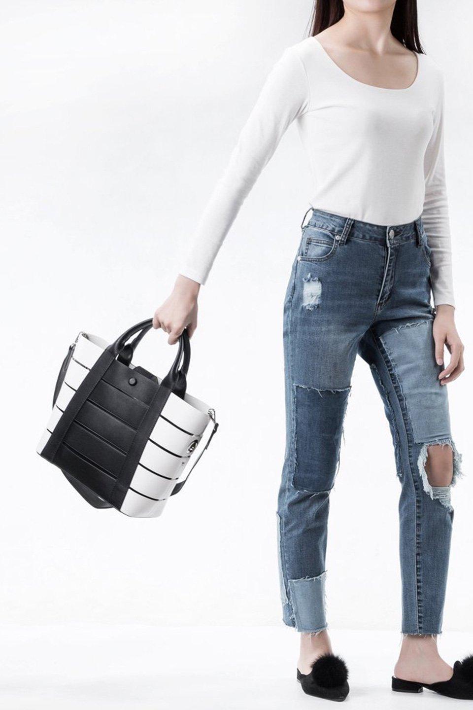 meliebiancoのCamille(Black)ポーチ付き・バイカラートートバッグ/海外ファッション好きにオススメのインポートバッグとかばん、MelieBianco(メリービアンコ)のバッグやトートバッグ。便利なインナーバッグが付いた涼しげなトートバッグ。ボーダー柄にも見えるシースルーのデザインがとても可愛いバッグです。/main-7