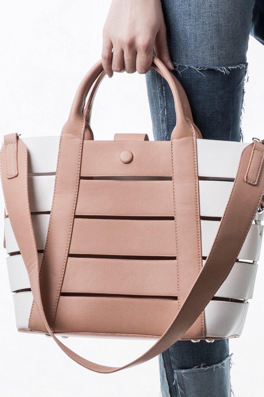 meliebiancoのCamille(Nude)ポーチ付き・バイカラートートバッグ/海外ファッション好きにオススメのインポートバッグとかばん、MelieBianco(メリービアンコ)のバッグやトートバッグ。便利なインナーバッグが付いた涼しげなトートバッグ。ボーダー柄にも見えるシースルーのデザインがとても可愛いバッグです。/main-5