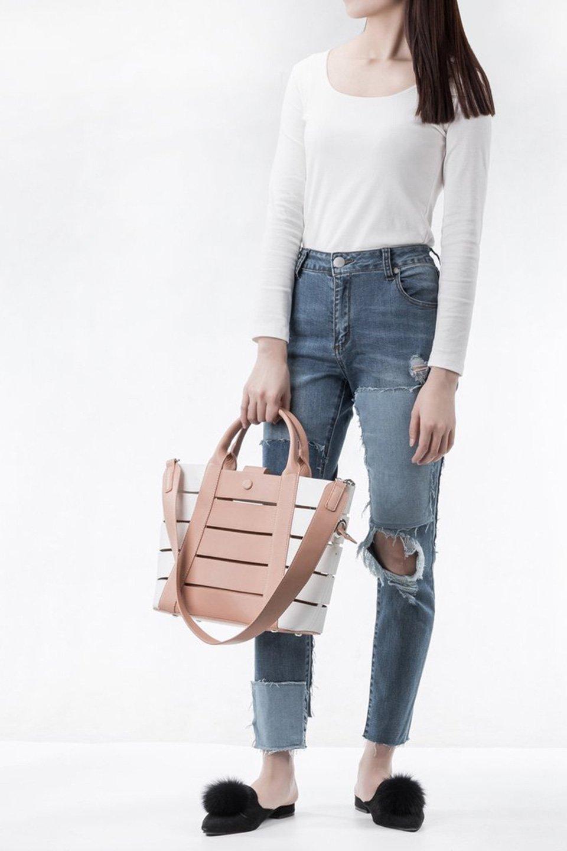 meliebiancoのCamille(Nude)ポーチ付き・バイカラートートバッグ/海外ファッション好きにオススメのインポートバッグとかばん、MelieBianco(メリービアンコ)のバッグやトートバッグ。便利なインナーバッグが付いた涼しげなトートバッグ。ボーダー柄にも見えるシースルーのデザインがとても可愛いバッグです。/main-6