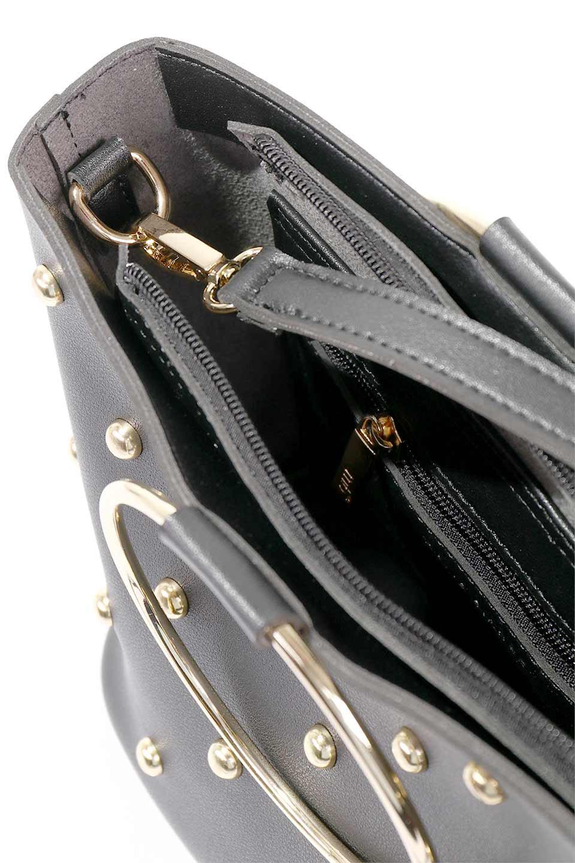 meliebiancoのMakenzie(Black)ラウンドスタッズ付・リングハンドバッグ/海外ファッション好きにオススメのインポートバッグとかばん、MelieBianco(メリービアンコ)のバッグやハンドバッグ。大きめのラウンドスタッズが可愛いリングバッグ。小ぶりなサイズ感にゴールドのリングハンドルが可愛いバッグです。/main-13