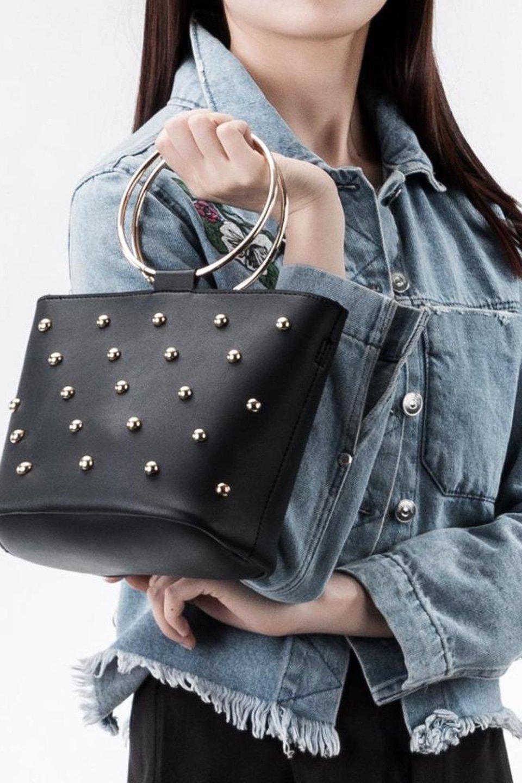meliebiancoのMakenzie(Black)ラウンドスタッズ付・リングハンドバッグ/海外ファッション好きにオススメのインポートバッグとかばん、MelieBianco(メリービアンコ)のバッグやハンドバッグ。大きめのラウンドスタッズが可愛いリングバッグ。小ぶりなサイズ感にゴールドのリングハンドルが可愛いバッグです。/main-5