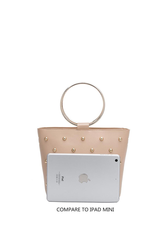 meliebiancoのMakenzie(Black)ラウンドスタッズ付・リングハンドバッグ/海外ファッション好きにオススメのインポートバッグとかばん、MelieBianco(メリービアンコ)のバッグやハンドバッグ。大きめのラウンドスタッズが可愛いリングバッグ。小ぶりなサイズ感にゴールドのリングハンドルが可愛いバッグです。/main-7