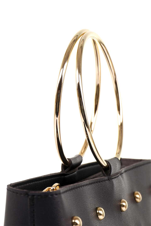 meliebiancoのMakenzie(Black)ラウンドスタッズ付・リングハンドバッグ/海外ファッション好きにオススメのインポートバッグとかばん、MelieBianco(メリービアンコ)のバッグやハンドバッグ。大きめのラウンドスタッズが可愛いリングバッグ。小ぶりなサイズ感にゴールドのリングハンドルが可愛いバッグです。/main-9