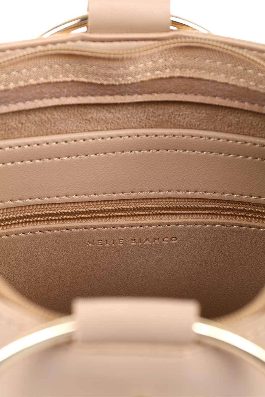 meliebiancoのMakenzie(Nude)ラウンドスタッズ付・リングハンドバッグ/海外ファッション好きにオススメのインポートバッグとかばん、MelieBianco(メリービアンコ)のバッグやハンドバッグ。大きめのラウンドスタッズが可愛いリングバッグ。小ぶりなサイズ感にゴールドのリングハンドルが可愛いバッグです。/main-12