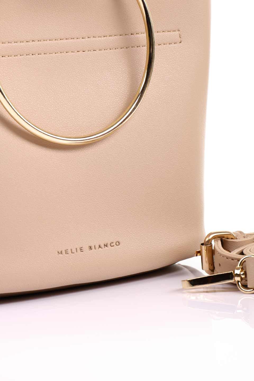 meliebiancoのMakenzie(Nude)ラウンドスタッズ付・リングハンドバッグ/海外ファッション好きにオススメのインポートバッグとかばん、MelieBianco(メリービアンコ)のバッグやハンドバッグ。大きめのラウンドスタッズが可愛いリングバッグ。小ぶりなサイズ感にゴールドのリングハンドルが可愛いバッグです。/main-13