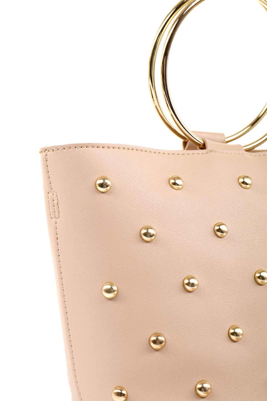 meliebiancoのMakenzie(Nude)ラウンドスタッズ付・リングハンドバッグ/海外ファッション好きにオススメのインポートバッグとかばん、MelieBianco(メリービアンコ)のバッグやハンドバッグ。大きめのラウンドスタッズが可愛いリングバッグ。小ぶりなサイズ感にゴールドのリングハンドルが可愛いバッグです。/main-9