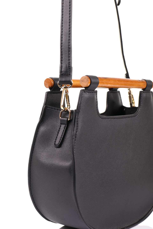 meliebiancoのIrene(Black)ウッドハンドル・ラウンドバッグ/海外ファッション好きにオススメのインポートバッグとかばん、MelieBianco(メリービアンコ)のバッグやハンドバッグ。木製の持ち手がシックで可愛いショルダータイプのラウンドバッグ。小ぶりに見えますがマチ幅もあり見た目以上の収納力があります。/main-10